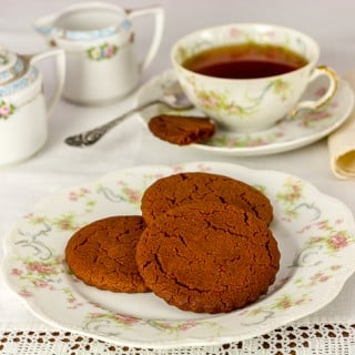 cinnamon snap cookies and tea