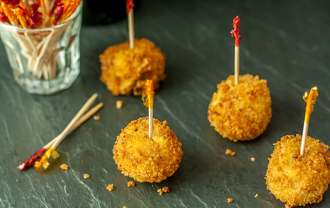 awesome appetizer croquetas de jamon y pollo Ham and cheese croquettes |ethnicspoon.com