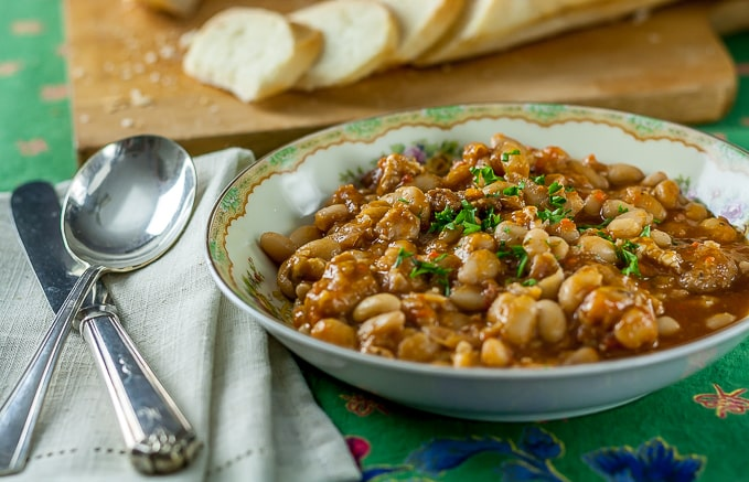 Cassoulet: A hearty aromatic French bean stew. | ethnicspoon.com