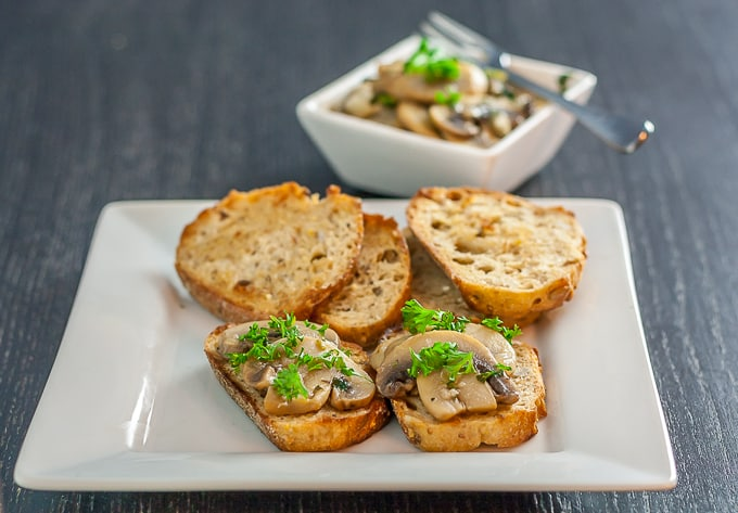 Spanish mushroom tapas dish - champiñones | Ethnicspoon.com