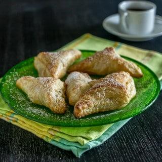pastelitos de guava turnovers