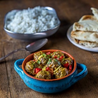 Kofta kari indian lamb meatballs with curry sauce. Spicy and delicious! | ethnicspoon.com