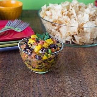 2 minute spicy mango pico de gallo salsa | ethnicspoon.com