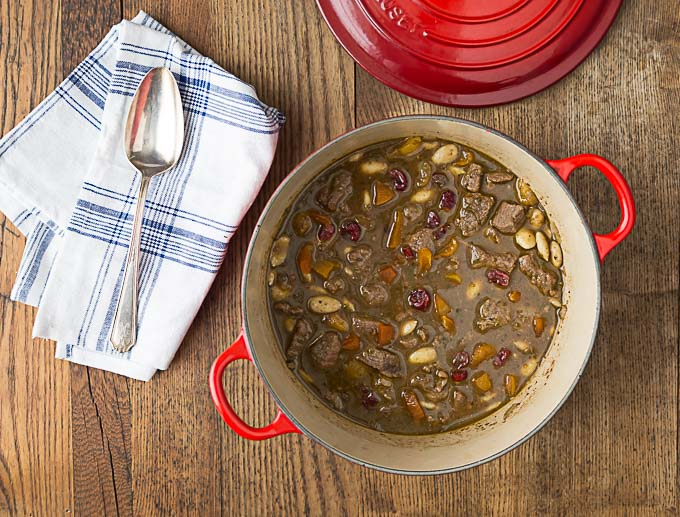 Turkish or Middle Eastern style lamb stew with dried apricots, cherries and rosewater | ethnicspon.com