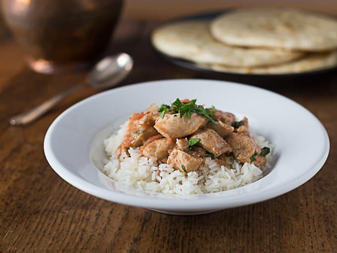 Easy slow cooker chicken tikka masala. | ethnicspoon.com