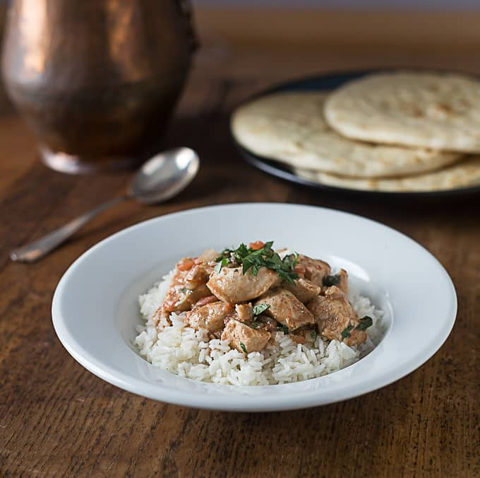 A very easy recipe for chicken tikka masala made in a in slow cooker | ethnicspoon.com