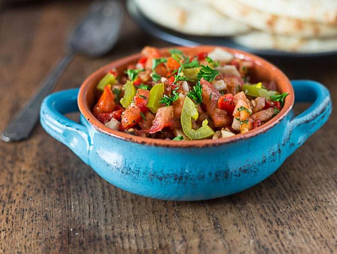 Turkish ezme: spicy tomato pepper relish|ethnicspoon.com