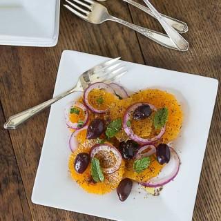 Turkish Portakal Salatsi: orange and onion salad with savory herbs and mint.   ethnicspoon.com