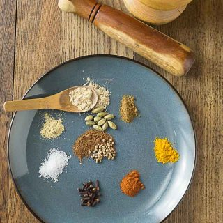 Make your own fresh curry powder recipe and a history of curry. | ethnicspoon.com