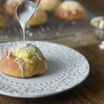 Skolleboller buns: Norwegian sweet rolls with vanilla custard filling and chopped coconut flakes. Delicious! |ethnicspoon.com