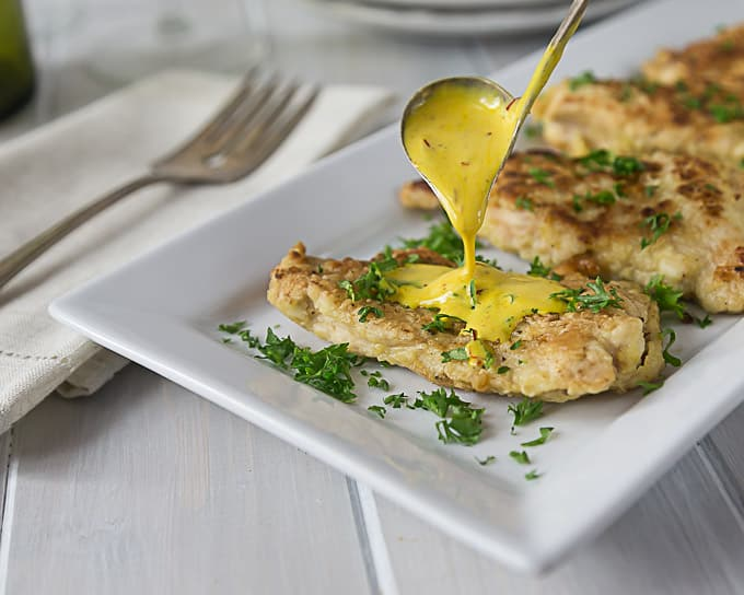 Love this recipe! Try a creamy saffron sauce on your next chicken meal. | ethnicspoon.com