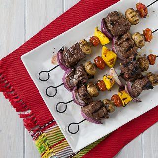 Juicy tender beef kebabs with a Latin twist! Marinated in HERDEZ® Salsa Verde, garlic, nutmeg, salt & oregano. | ethnicspoon.com