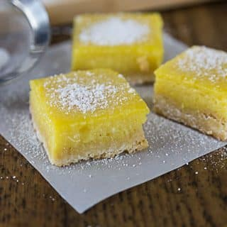 Sweet, tart creamy and crunchy! Love mangos? You'll love these creamy mango lime bars with sweet and tart flavors and a crunchy shortbread crust. | ethnicspoon.com