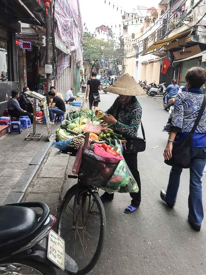You can find many types of vegetables on the street in Hanoi. | ethnicspoon.com