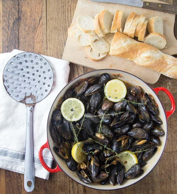 I love mussels and this is a must try recipe! Tender and tasty mussels in a spicy tomato broth will rock your tastebuds! This recipe comes together really quick too! Dip in a nice crusty bread and you will be soaking up every drop! The secret ingredient: spicy RO*TEL tomatoes and chiles to kick it up a notch! | ethnicspoon.com