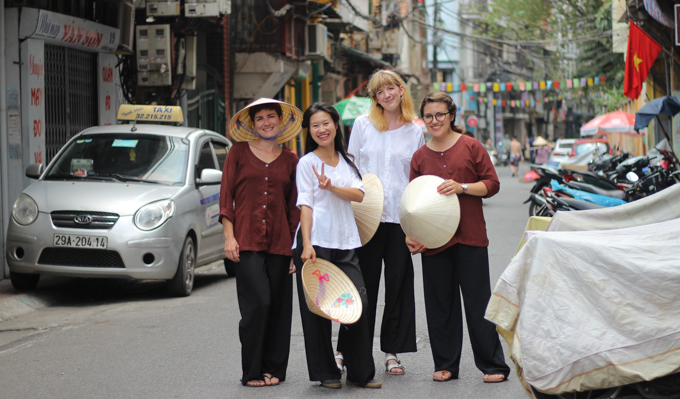 If you are in Hanoi you have to book a street food tour with Thanh and try the egg coffee and other tasty Vietnamese treats! This is the best tours you can take in Hanoi. | ethnicspoon.com