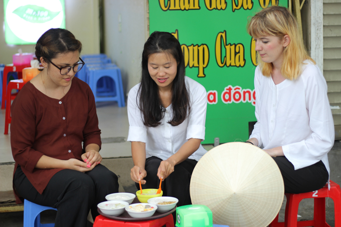 If you are in Hanoi you have to book a street food tour with Thanh and try the egg coffee and other tasty Vietnamese treats! | ethnicspoon.com