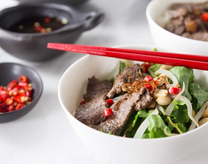 Here is a healthy dish for hot weather. Vietnamese Beef Noodle Salad (Phở Trộn) is a delicious recipe noodle salad for the hot summers in Hanoi or anywhere when you need a cool dish for lunch or dinner. This has some of the best Vietnamese contrast of flavors: salty, tangy, sweet, bitter and some hot chillies for some heat too! | ethnicspoon.com