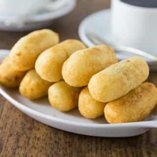 Here is a Latin American favorite dish made with yuca. Carimañolas are a yuca dough filled with a tasty spiced meat mixture that is fried into a fitter. These are very popular in Panamá and Columbia. These are very similar to acapurrias and papas rellenas. | ethnicspoon.com